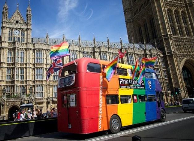 Ônibus gay no Reino Unido