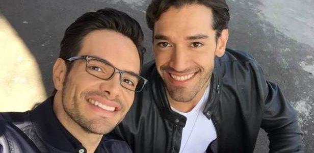 Intérpretes de casal gay da novela mexicana Papá a toda MadreIntérpretes de casal gay da novela mexicana Papá a toda Madre